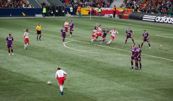 How to take free kicks in soccer?